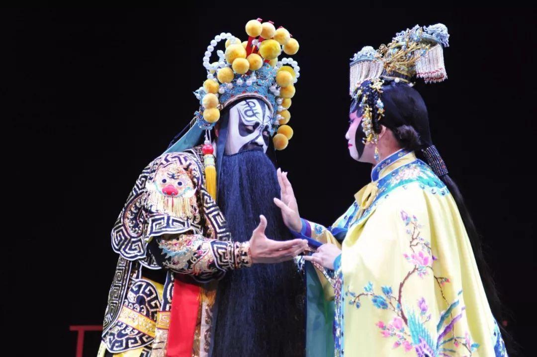 《霸王别姬》,是希望在一个家喻户晓的故事上,展现粤剧多姿多彩的风格