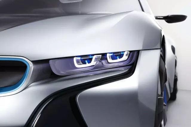未来的车灯只能发光照明可不行!