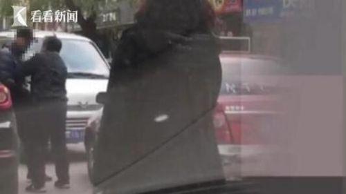 给我跪下!逆行司机堵路 竟还猛踹逼迫的哥下跪