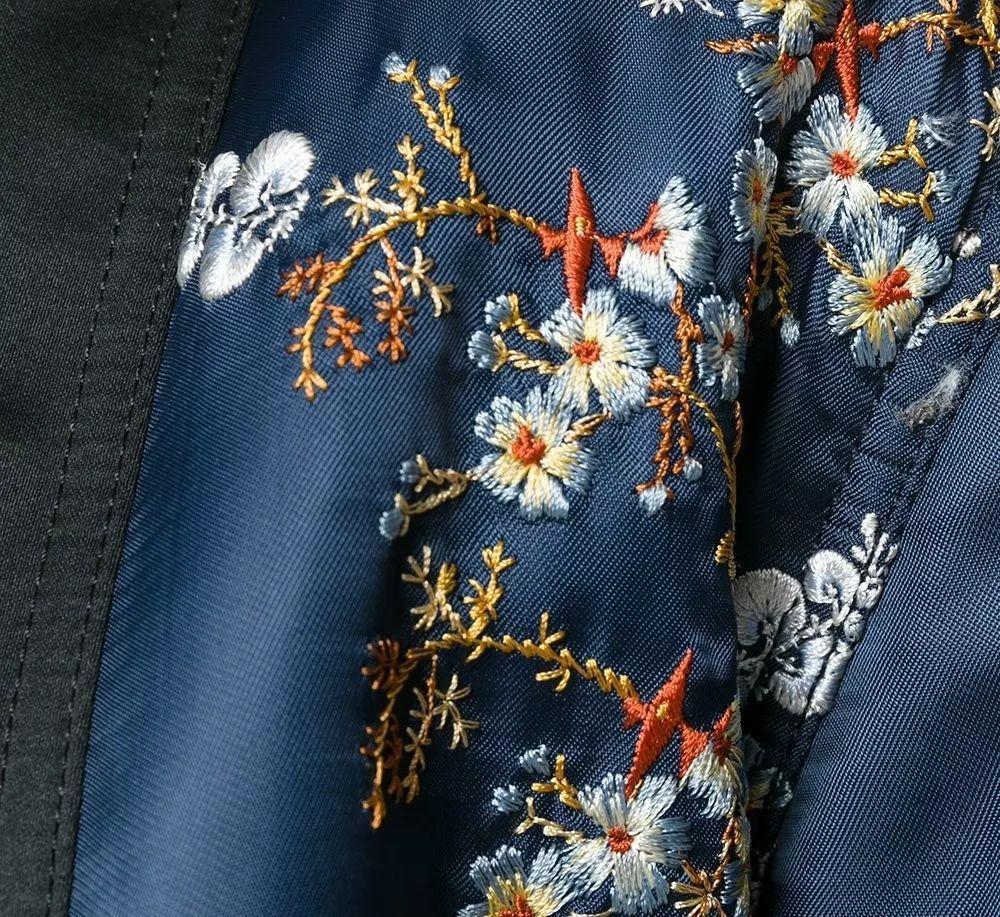 像波浪一样的花样精致设计在肩袖上,立马让衣型呈现出特别的立体感,同