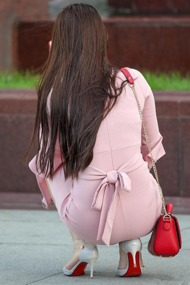裸体美女掰逼_街拍6位丰满美女,总有一款适合你