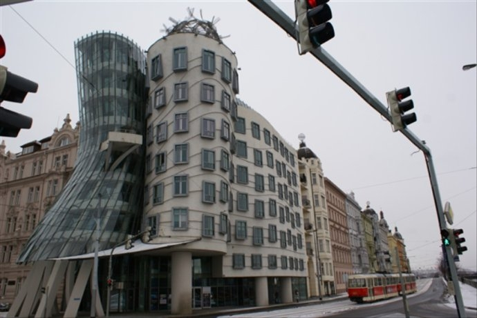 全球最奇葩网红景点之一,这里的房子会跳舞,网友:设计师是天才