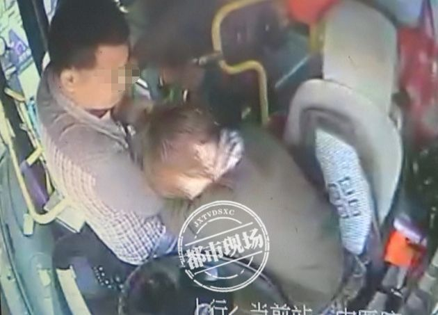 又一起!公交女司机被男子暴打,结果全车乘客...
