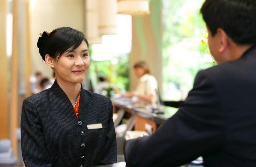 酒店前台工资2000多,为什么很多美女却愿意做?你知道答案吗