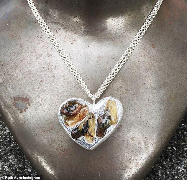 你會用嗎?美國珠寶店將新生兒掉落的臍帶制成珠寶,價格還便宜
