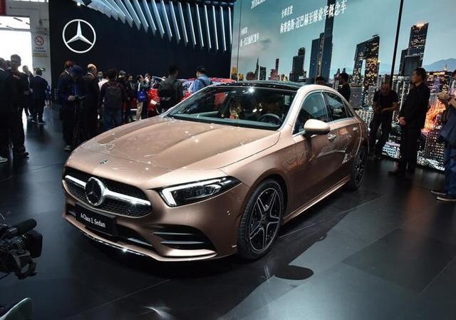 全新奔驰A级预售价216-308万元宝马1系奥迪A3要慌了?