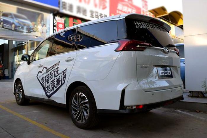 上汽大通G50实车曝光比途安霸气比GL6犀利不足10万_北京赛车能慢