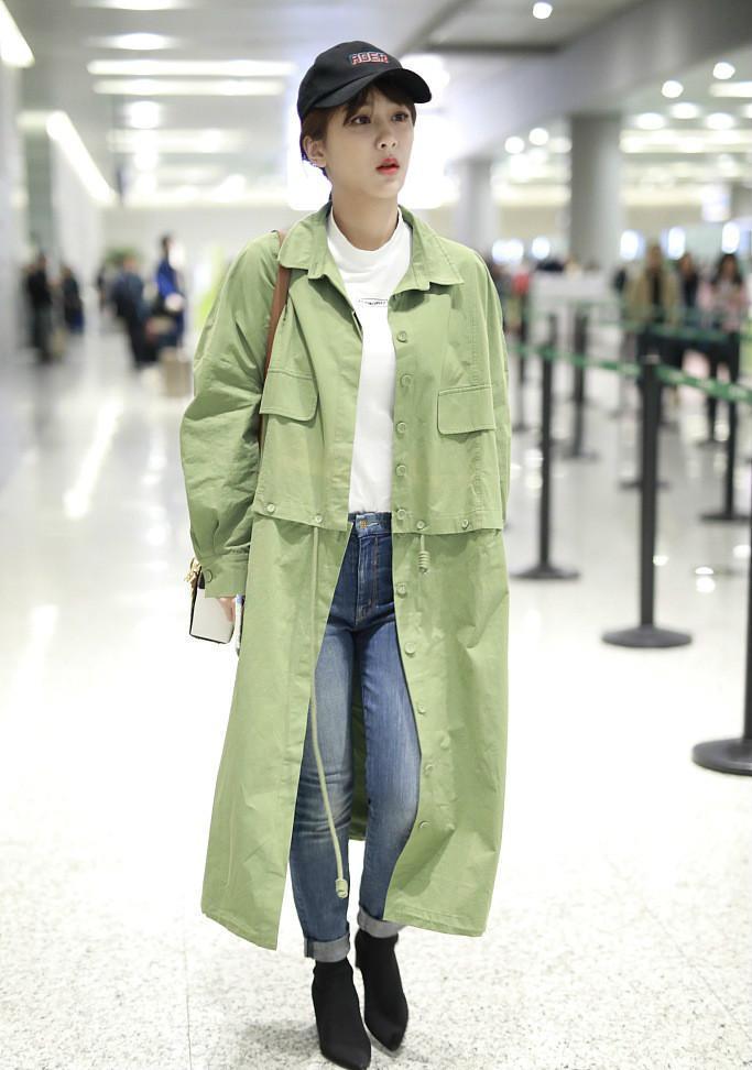 豆绿色风衣_豆绿色风衣搭配图片女