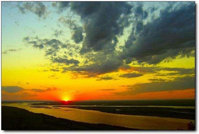 """这里凌晨2点太阳升起, 号称""""东方第一镇""""却只有一户三口之家!"""