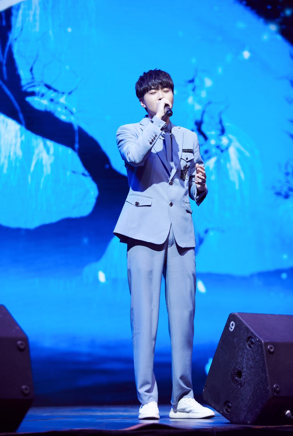韓安旭盛典飆歌展示新聲力量 勵志單曲終獲獎項肯定