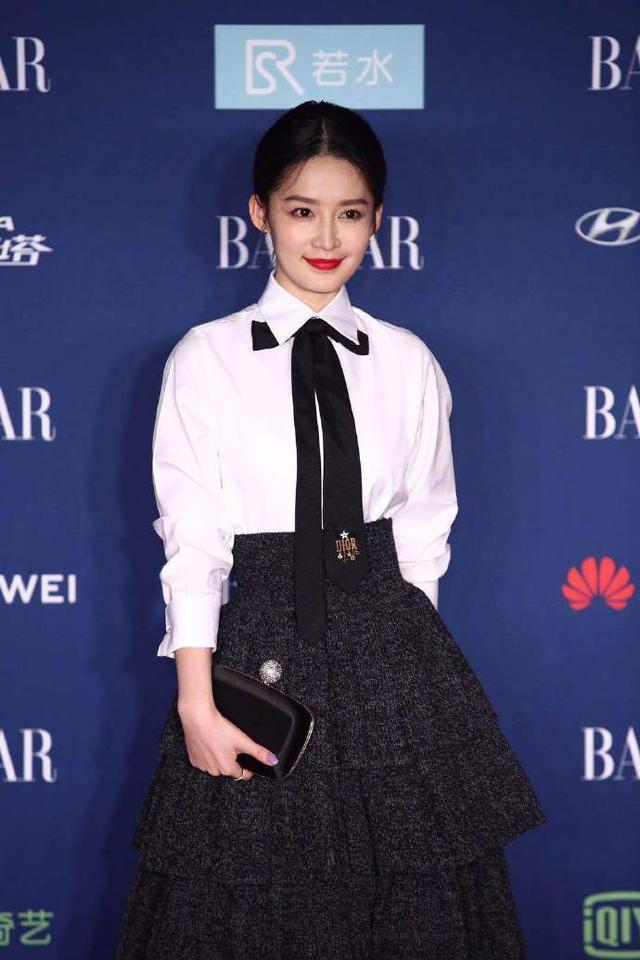 当王子文撞衫李沁,一个时尚风情,一个优雅清新,谁更美?