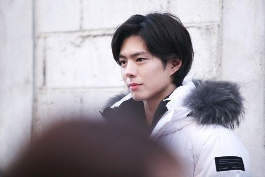 韩剧《男朋友》全新海报公开 朴宝剑,宋慧乔肩并肩看日落图片