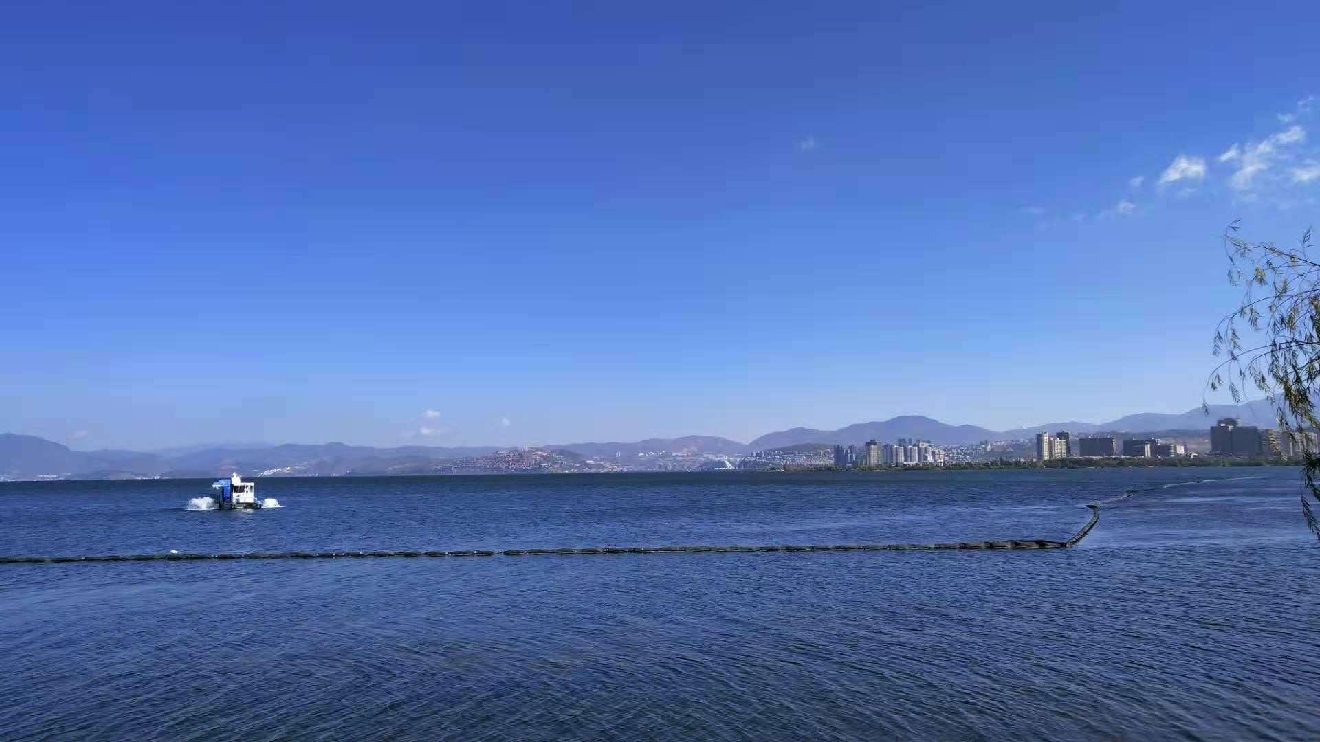 天海�9/g9d�y��ykd9aj:f�_站在这天海一色的美丽之处,不知道该怎么形容此刻的心情