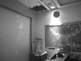 """长沙一珠宝店夜间遭洗劫 盗贼竟从天花板""""打洞""""潜入"""
