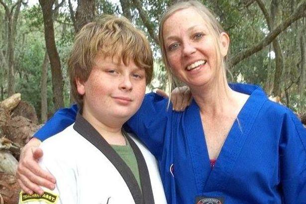 美国15岁孩子因为成绩为D级与妈妈发生争执,居然将妈妈勒死