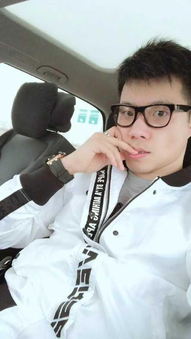 """黄毅清自称""""老子"""":法拉利兰博基尼都不想炫了,怼网友:穷酸样"""