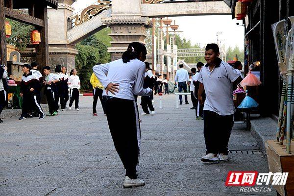 长沙400名学生赴赤壁古战场研学游 三国动态 第2张