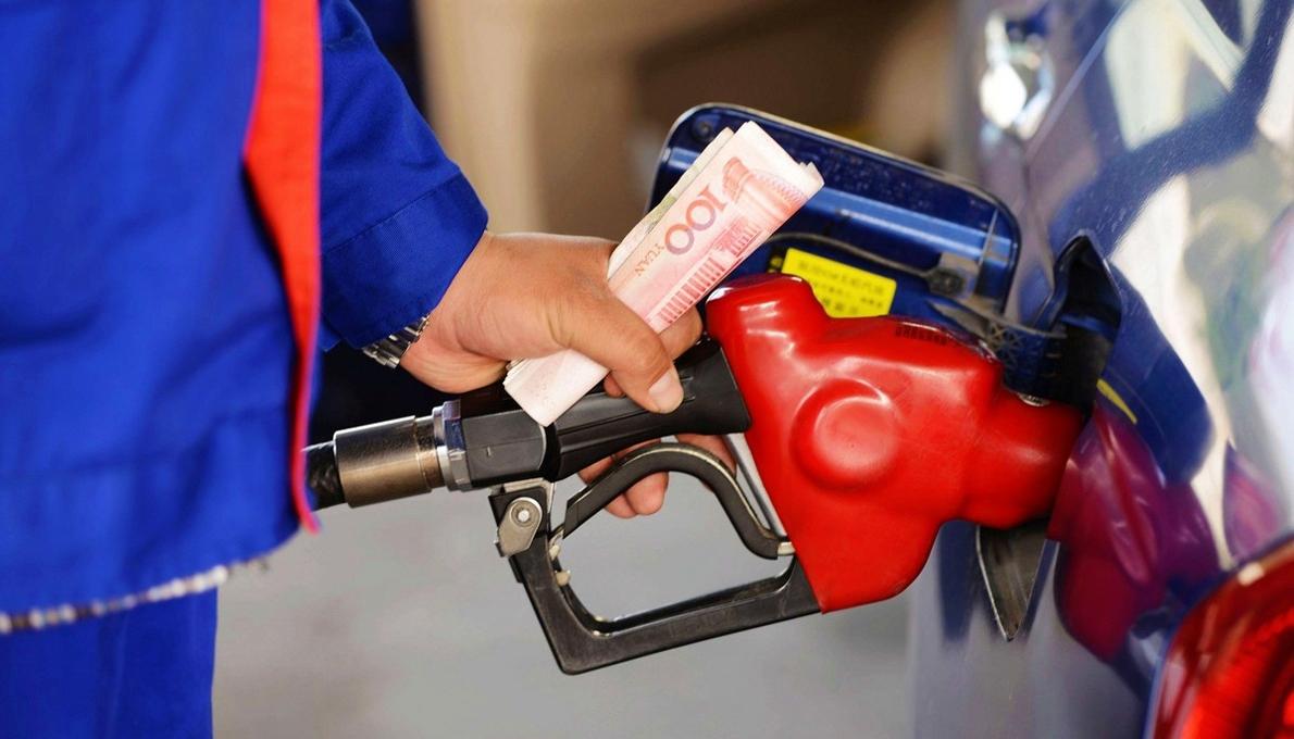 国内油价跌回7元 离开6元时代还远吗?