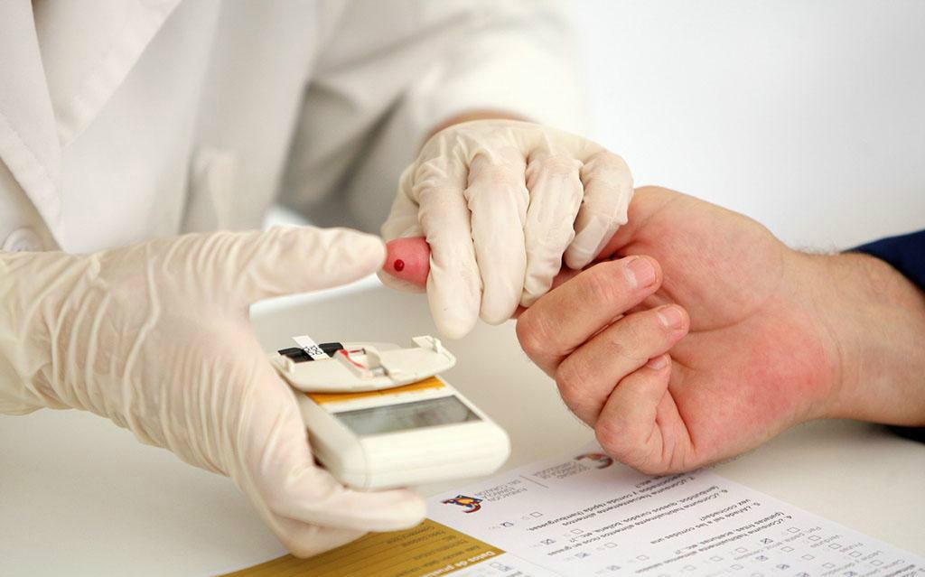 体检查出血糖升高,三种食物一定要戒掉,糖尿病肾病离你一步之遥