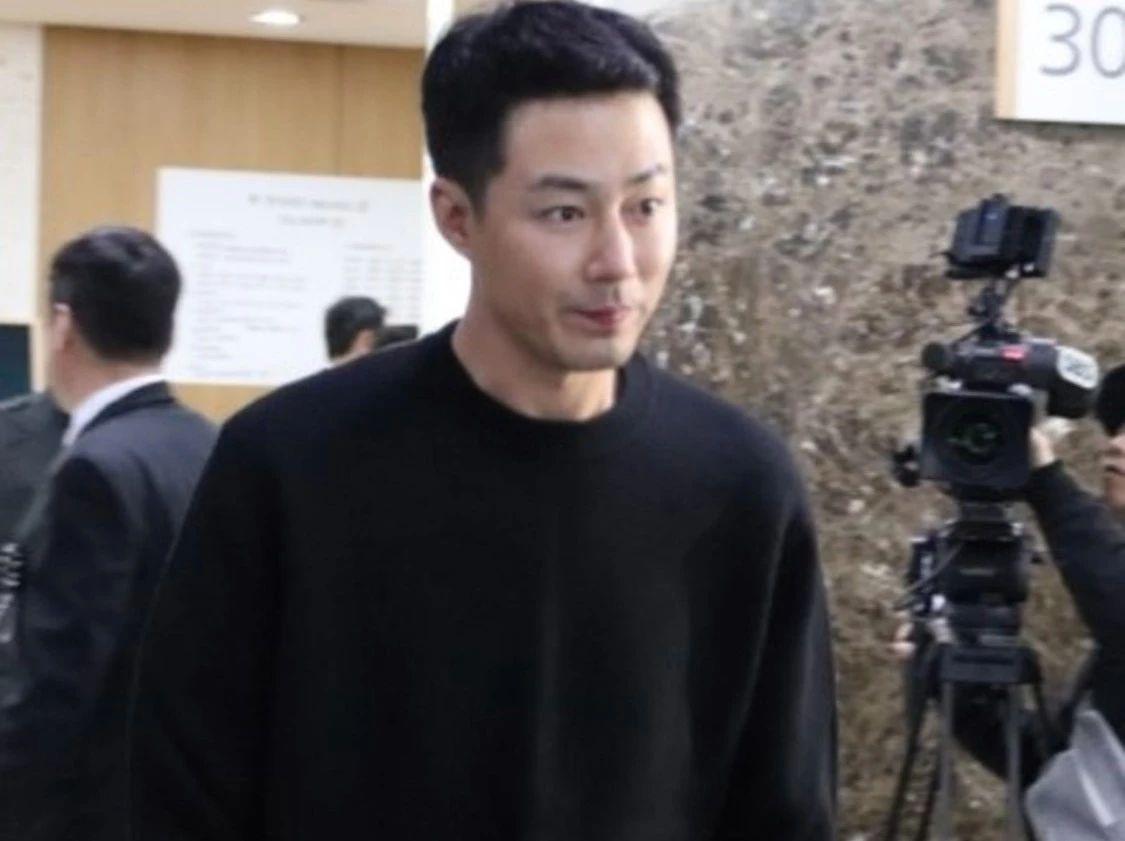 韩国老牌女星在误传死讯后隔天病逝,曾和小49岁影帝大胆v女星伦理片兄弟刘德华电影图片