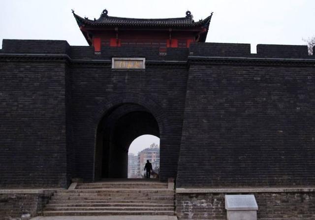 北京老城墙:梁思成夫妇要保,郭沫若要拆,中间发生了什么故事?