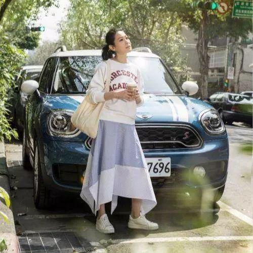 48岁的刘若英打扮的像个18岁少女,没p图还是这么美!