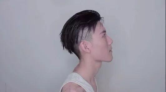 两边掏空的男士发型_两侧发鬓掏空,中间头发盖下来的男生发型很帅!_陈冠希