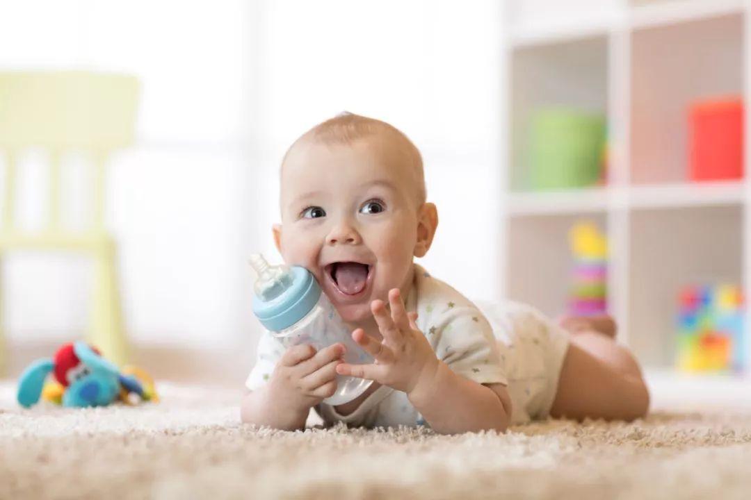 断奶是从一种喂养形式转变为另一种形式,真正让婴儿不安的原因,是断掉了自己与妈妈的联系