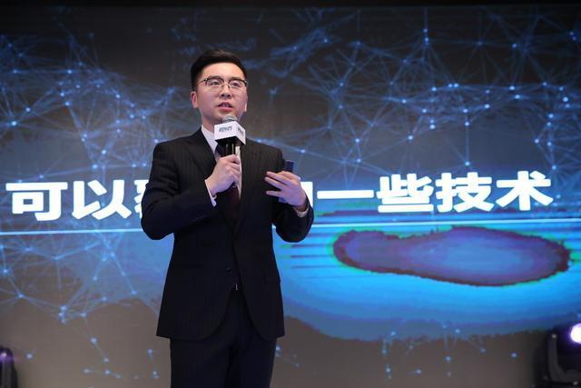 """新东方首款""""教育+AI""""产品""""AI班主任""""问世为学生学习赋能"""