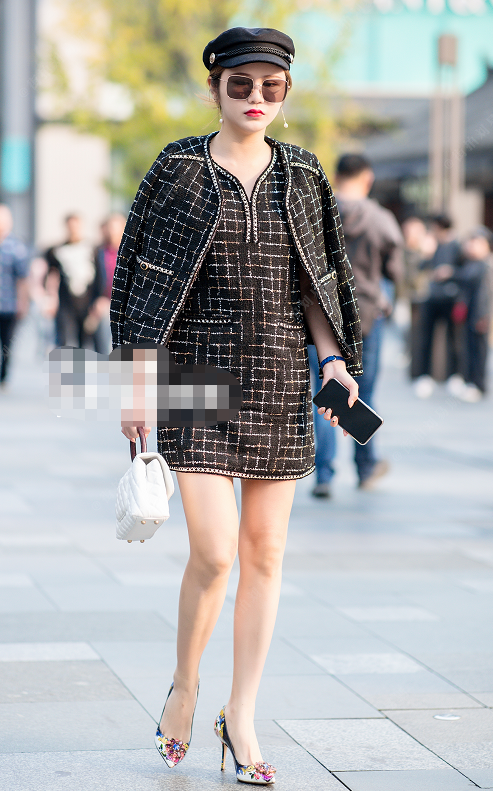 """街拍:图六穿一身银色服装,大腿有""""纹身"""",这女人真惹不起呀!"""