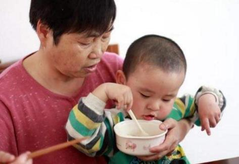 秋冬積食愛和孩子「對著幹」,少吃3物是關鍵,養脾胃,不積食