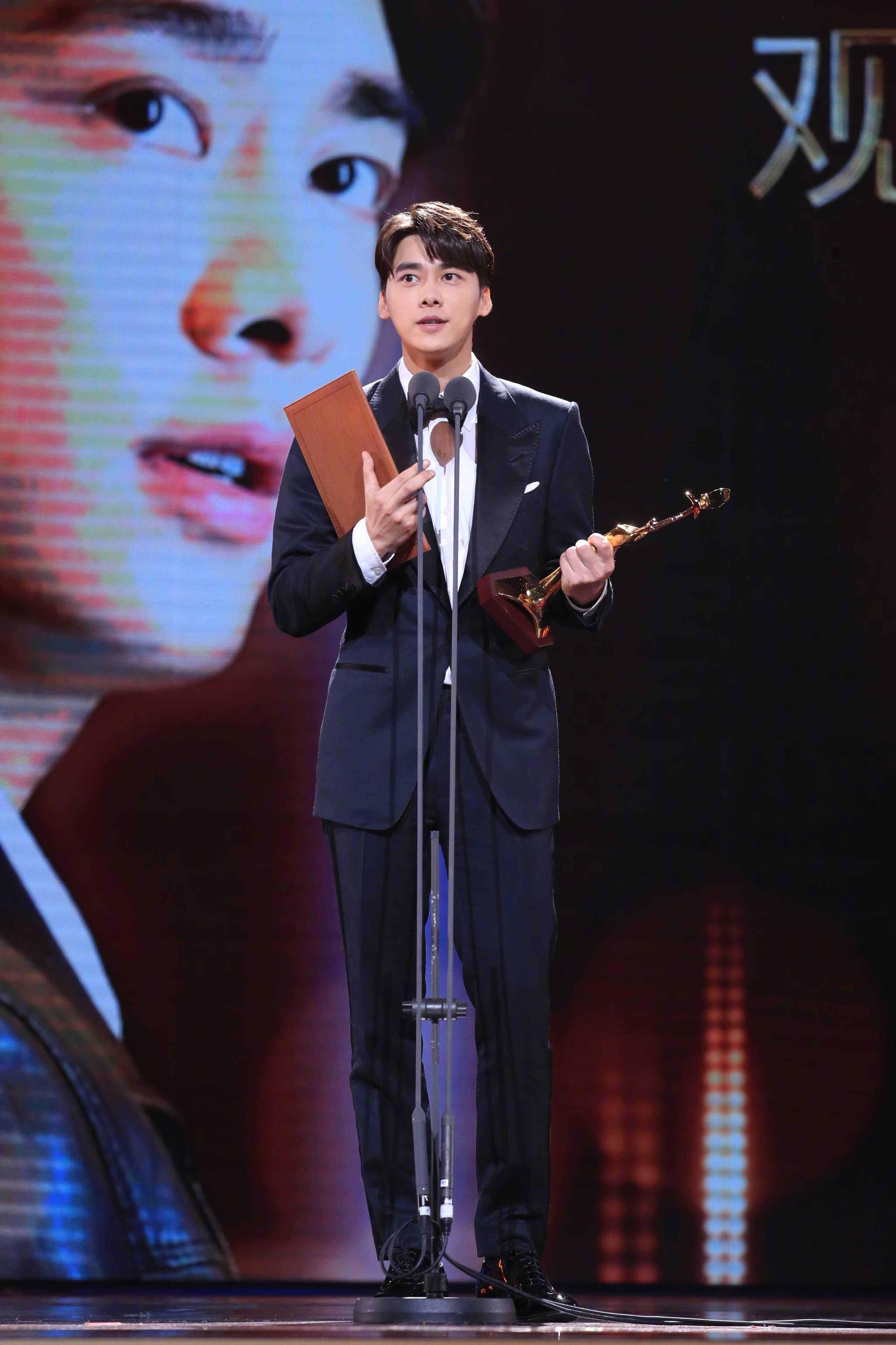 十月男明星榜 | 周润发引领港片强势回归,邓超成就角色为艺术献身