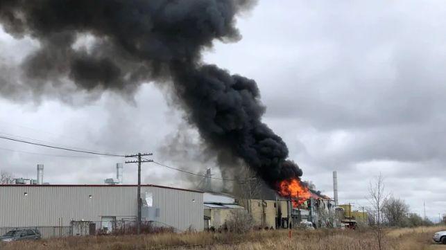 温城工业区发生火灾 今日下午现场黑烟四起