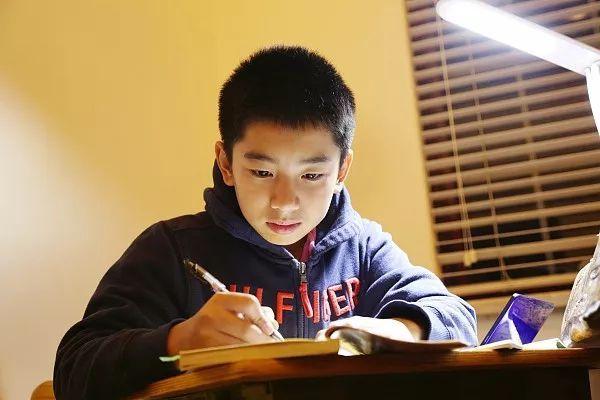 一位媽媽的後悔哭訴:初二不努力,孩子拿什麼拼中考?句句戳心!