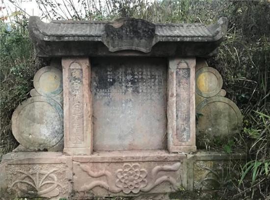 看完王健林的祖坟,再看看李嘉诚的祖坟,差距一目了然图片