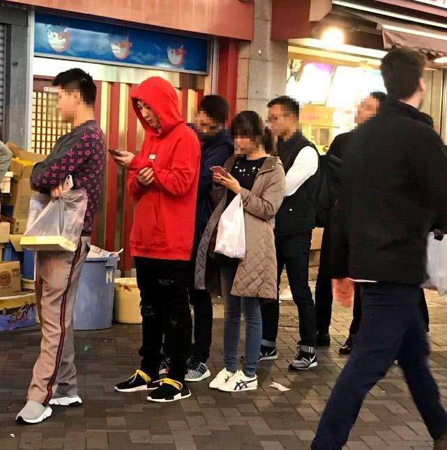 王思聰帶女友陳雅婷遊日本,熱戀中的兩人互動好甜