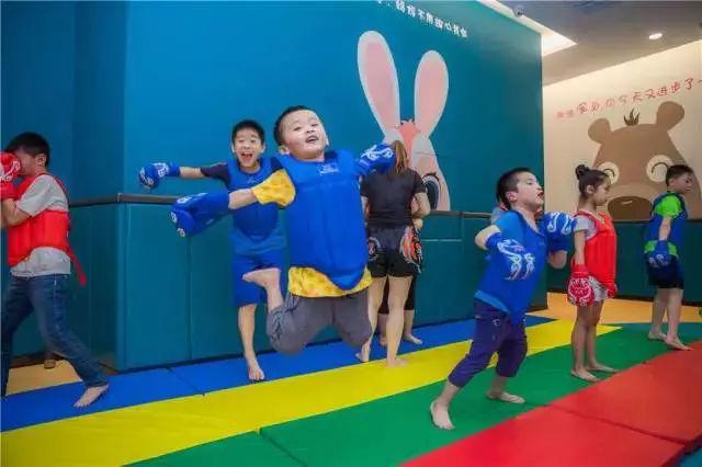 兔加熊儿童运动- 洛阳世纪英豪