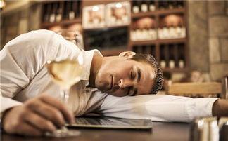 解酒,靠酸奶、解酒藥都弱爆了,這樣做可以讓你迅速清醒