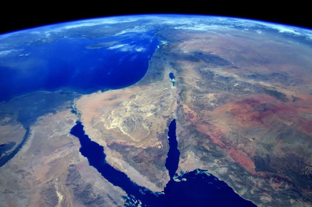 的照片_作为《国家地理杂志》130周年纪念版的一部分,皮克拍摄的地球照片对外