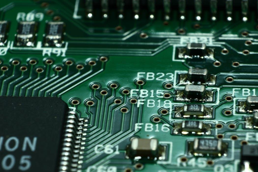 """俞敏洪称""""华为芯片一半专利都来自美国"""",国产芯片真那么难?"""