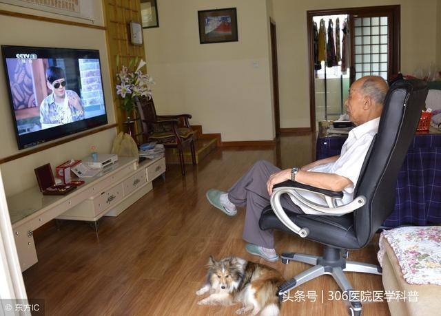 长时间看电视:老年人的健康杀手