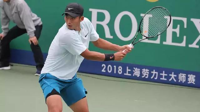 低迷却也有闪光点的一年中国打网球的小伙子也正在努力进步