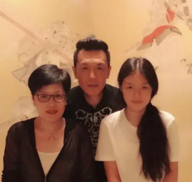 李咏未待女儿红妆却给女儿铺垫了余生的幸福