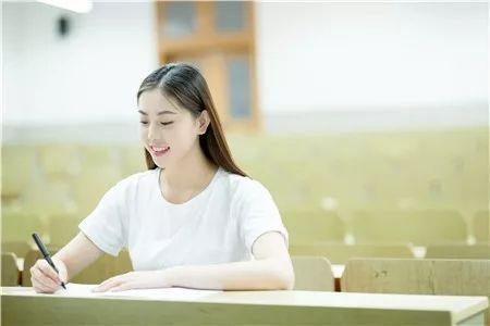 """中國發展最快的12所大學,考上就有""""金飯碗""""!"""