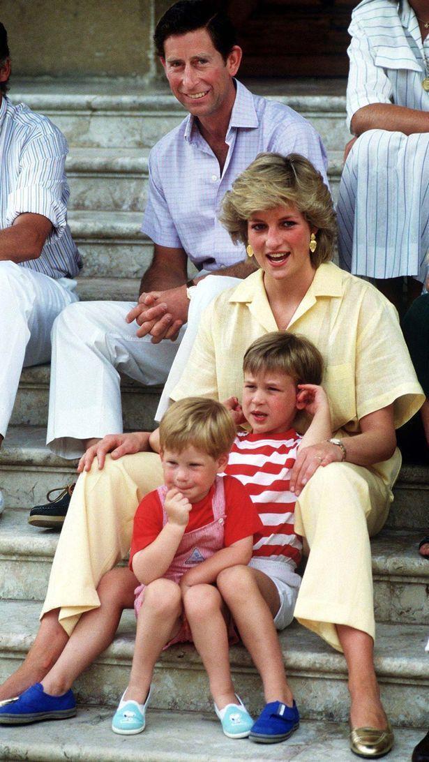 查尔斯70岁生日海量罕见照曝光!从小帅到大,和戴妃一起时最英俊