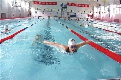 正确地练习蝶泳