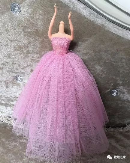 给女孩子的礼物 芭比娃娃超大裙摆礼服裙的制作方法