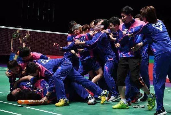 韩国队一地鸡毛:一年无冠!李龙大复出打脸,国家队一帅难求