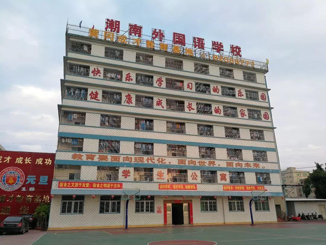 广东汕头:违章建筑里办学 住建局叫停、教育局反对
