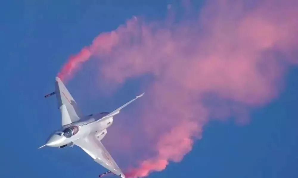 《人类首例美如画!中国J-10B矢量发动机超燃表演,释放三个重磅信号!  》